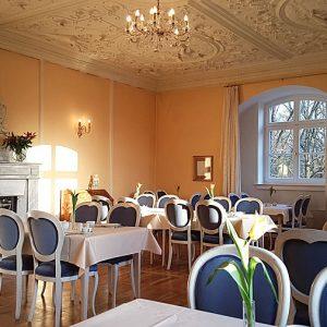 Gelber Salon vom Restaurant Schloss Spyker im Ortsteil Glowe auf Rügen