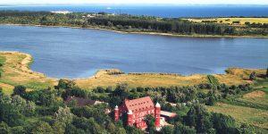 Luftaufnahme vom Hotel Schloss Spyker im Ortsteil Glowe auf Rügen