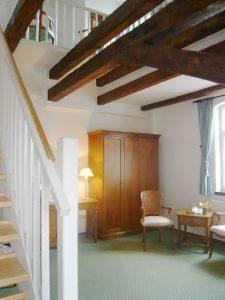 Wohnbereich im Maisonettezimmer im Schloss Spyker Rügen