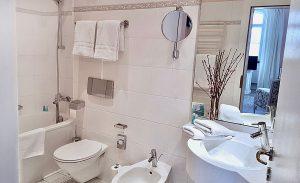 Toilette im Hotel Schloss Spyker am Jasmunder Bodden auf Rügen
