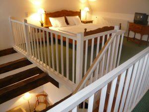 Schlafbereich im Maisonettezimmer Schloss Spyker Rügen