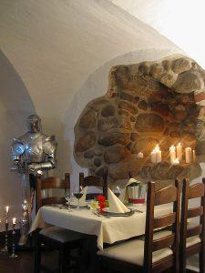 Tisch reservieren für das Restaurant Wrangel im Schloss Spyker am Jasmunder Bodden auf Rügen